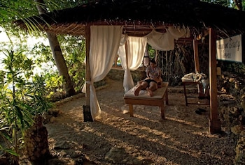 Sipalay Easy Diving And Beach Resort Massage