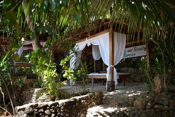 Sipalay Easy Diving And Beach Resort Treatment Room