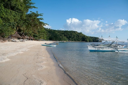 . Easy Diving and Beach Resort