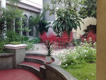 La Residencia Luzviminda Pensionne Cebu Courtyard