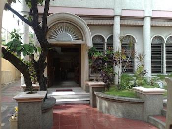 La Residencia Luzviminda Pensionne Cebu Hotel Entrance
