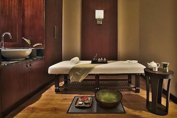 Holiday Inn Makati Treatment Room