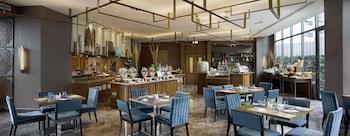 Holiday Inn Makati Breakfast Area