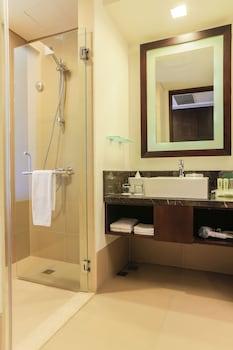 Holiday Inn Makati Bathroom