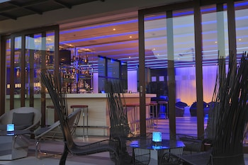 Holiday Inn Makati Hotel Bar