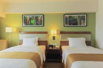 Holiday Inn Makati Guestroom