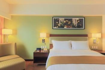 Holiday Inn Makati Room