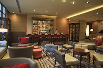 Holiday Inn Makati Bar