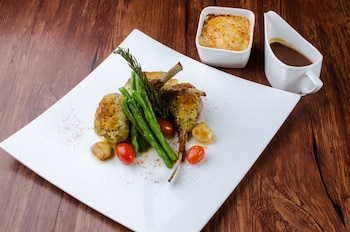 Holiday Inn Makati Restaurant