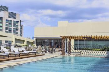 Holiday Inn Makati Outdoor Pool