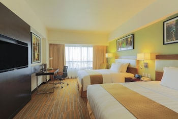 Holiday Inn Makati Guestroom