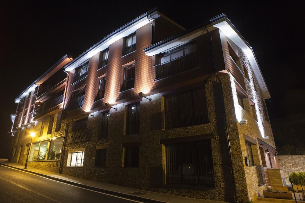 Hotel Obaga Blanca, Imagem em destaque