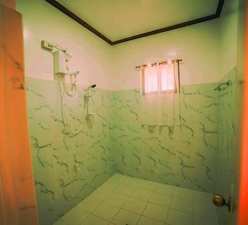Marquis Sunrise Sunset Residential Cottages Bohol Bathroom Shower