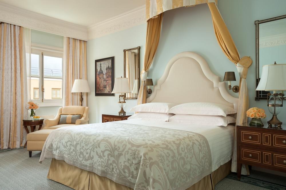 https://i.travelapi.com/hotels/6000000/5320000/5315900/5315823/5d4e5130_z.jpg
