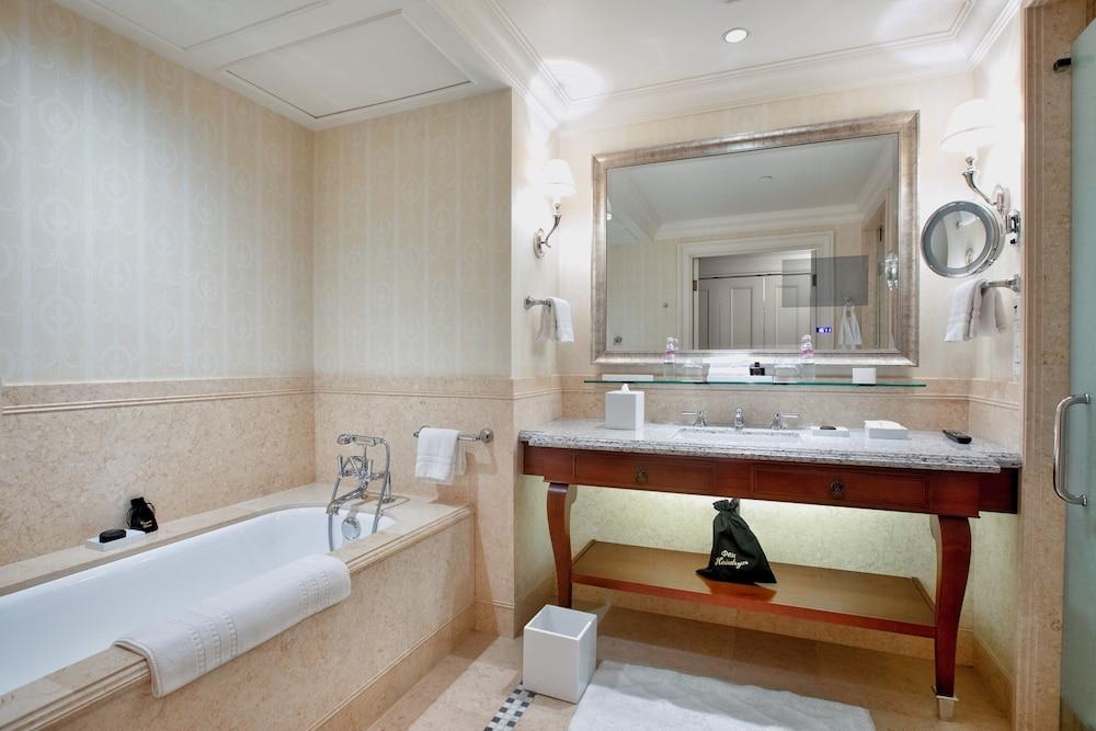https://i.travelapi.com/hotels/6000000/5320000/5315900/5315823/95809497_z.jpg