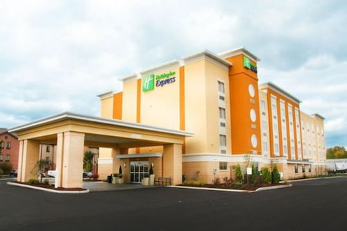 . Holiday Inn Express Toledo North