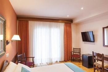 https://i.travelapi.com/hotels/6000000/5330000/5329300/5329264/269c3376_b.jpg
