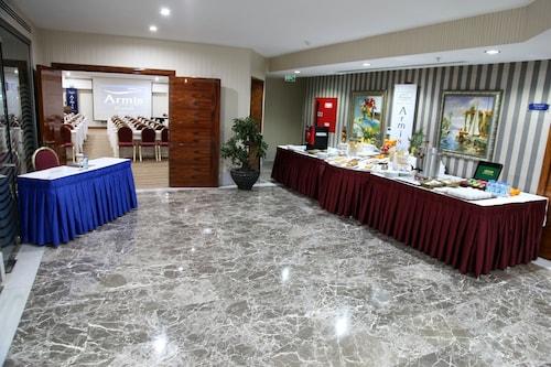 Armis Hotel, Konak