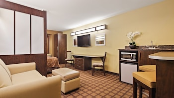 Suite, 1 Queen Bed with Sofa bed, Accessible (Non-Smoking)