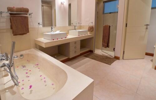 Bon Azur Beachfront Suites and Penthouses by Lov,