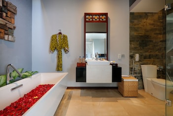 SEMINYAK ICON by Karaniya Experience - Bathroom  - #0