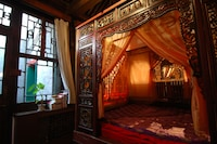 Suite, 1 Queen Bed (West Concubine)