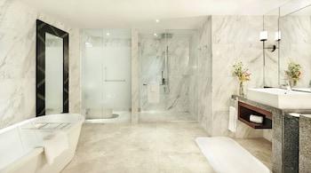 Fairmont Makati Bathroom