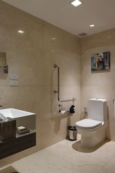 Fairmont Makati Bathroom