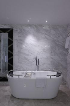 Fairmont Makati Deep Soaking Bathtub