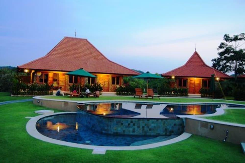 Three Monkeys Villas