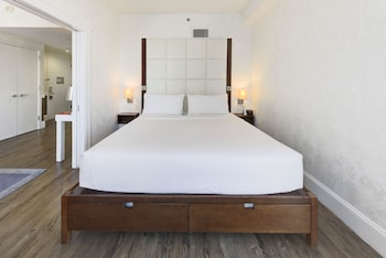 Guestroom at Hotel Indigo BROOKLYN in Brooklyn