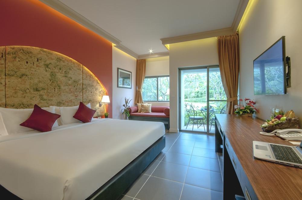 Deluxe Room, 1 King Bed (Garden Wing)