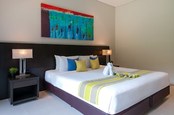Deluxe Room, 1 King Bed (Pool Wing)
