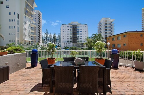 Rainbow Commodore Apartments, Coolangatta