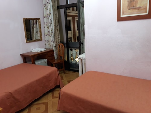 Hostal Fuentesol, Madrid