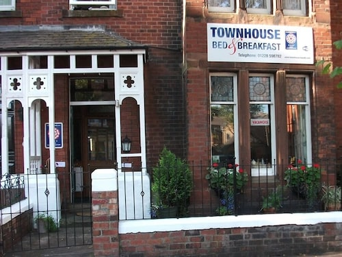 . Townhouse Bed & Breakfast