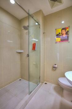 Red Planet Jakarta Pasar Baru - Bathroom  - #0