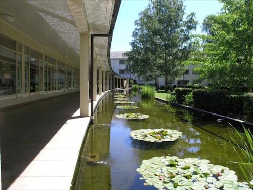 ANU - University House Hotel, Acton