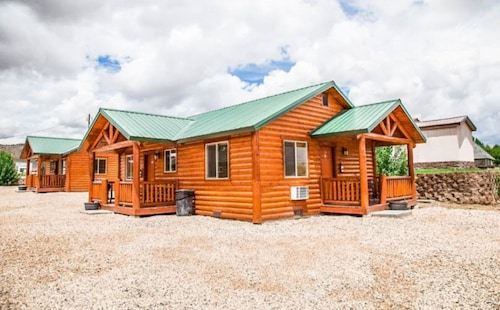 . Bryce Country Cabins