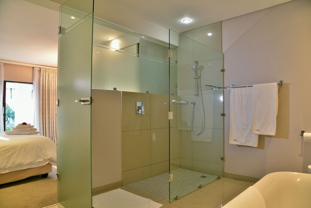 https://i.travelapi.com/hotels/6000000/5390000/5386200/5386163/2519292c_z.jpg