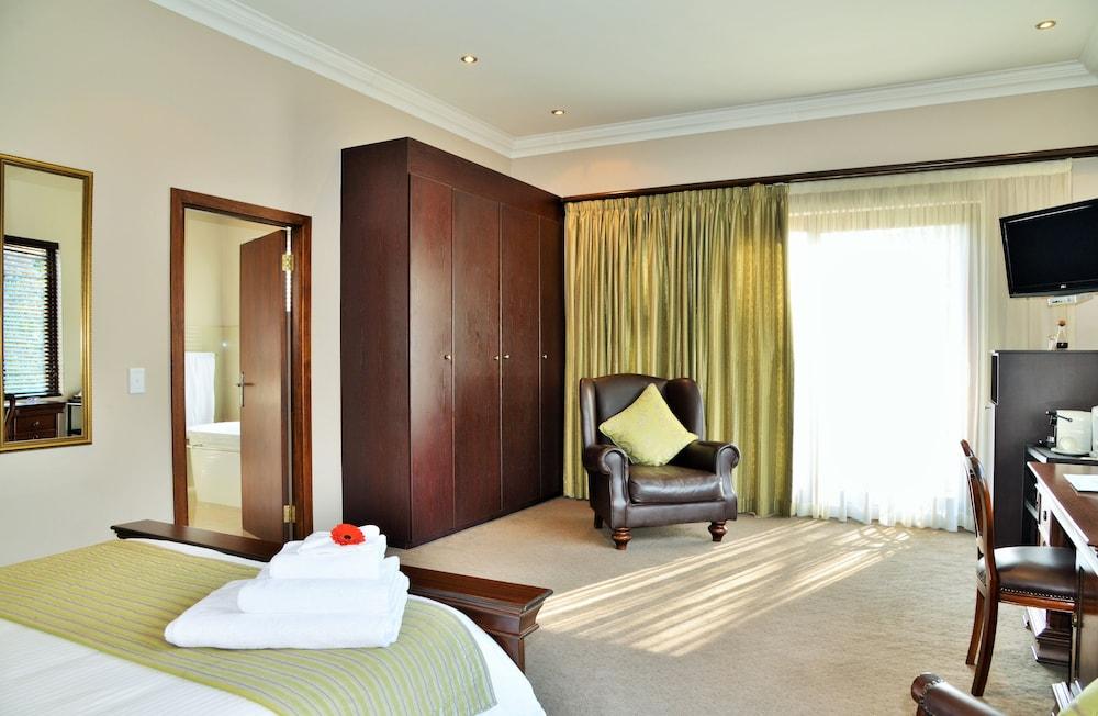 https://i.travelapi.com/hotels/6000000/5390000/5386200/5386163/7b340a24_z.jpg