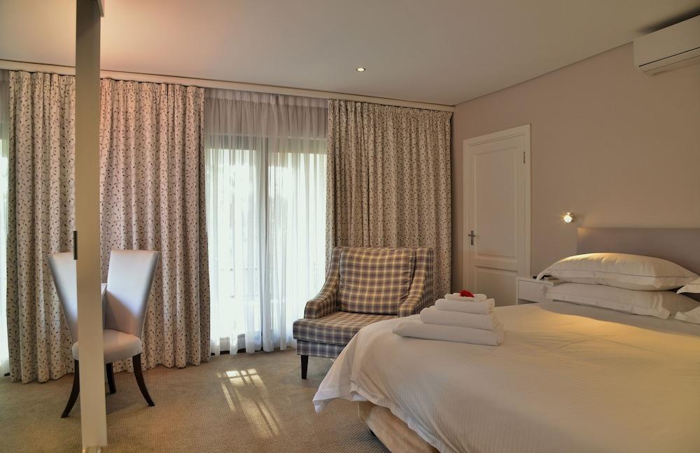 https://i.travelapi.com/hotels/6000000/5390000/5386200/5386163/8c8e75eb_z.jpg