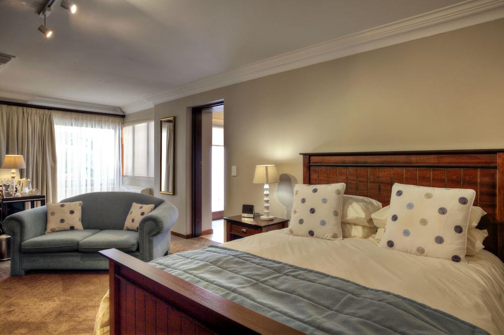 https://i.travelapi.com/hotels/6000000/5390000/5386200/5386163/92b0b268_z.jpg
