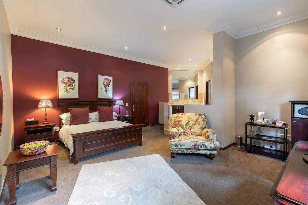 https://i.travelapi.com/hotels/6000000/5390000/5386200/5386163/a29132b3_z.jpg
