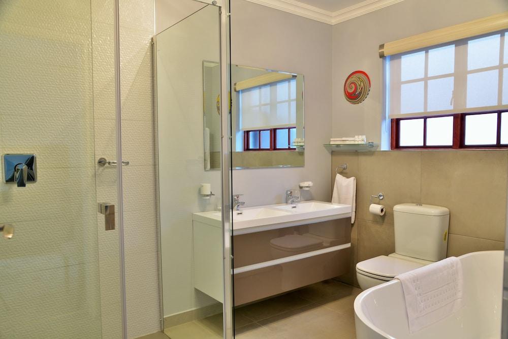 https://i.travelapi.com/hotels/6000000/5390000/5386200/5386163/f7992473_z.jpg