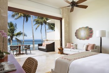 Room, 1 King Bed with Sofa bed, Oceanfront (East Beach Ocean)