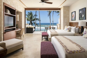 Room, Oceanfront (East Beach Ocean, 2 King Beds)