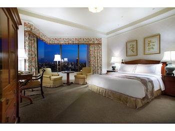 Premier Room  1 King Bed  City View