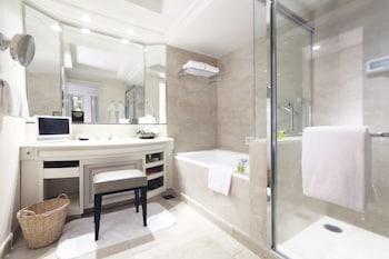 Premier Suite, 1 King Bed, City View