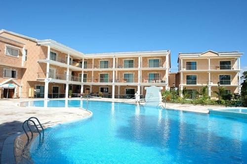 . Sunny Golf Hotel